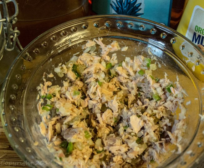 Sweet, spicy tuna salad without mayonnaise